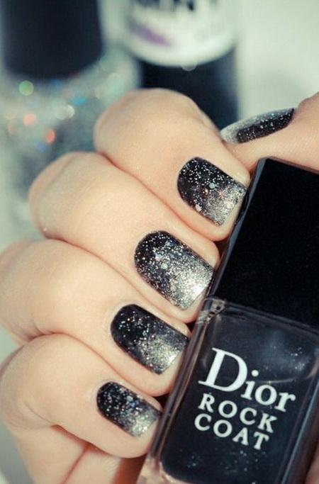 Градиент бело черный на ногтях